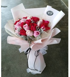 Mix Roses Hand Bouquet